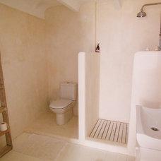 Contemporary Bathroom by carde reimerdes
