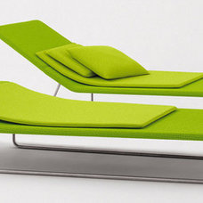 modern outdoor chaise lounges by Paola Lenti