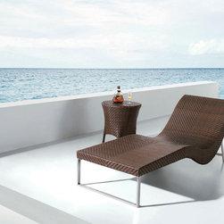 Mauna Rattan Sun Bed - Features: