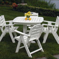 Fifthroom - POLYWOOD Nautical Low Back Folding Chair - All of your outdoor affairs will be smooth sailing, with our Nautical Lowback Chair.  Grouped around any of our Polywood Dining Tables, or used by itself, it offers incomparable comfort, style and durability.  Whether you're having a casual cookout, or serving the catch of the day at a dinner party under the stars, with this versatile, fashionable chair, you'll have �salmon-chanted� evening.