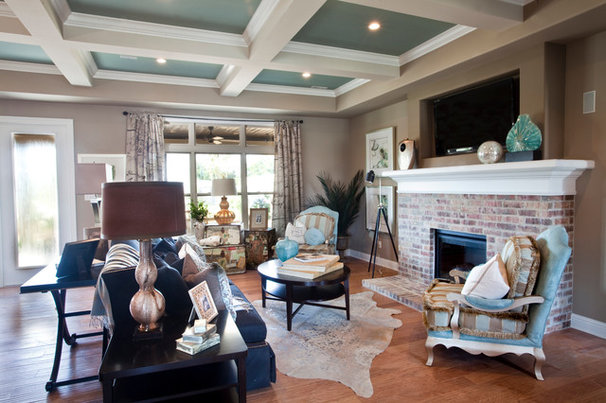Traditional Living Room by Schumacher Homes