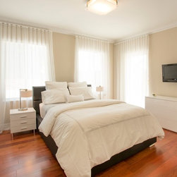 Yiliam | Miami Beach Villa | Grommet - Sheer - Ripple Fold - Black Velvet - Bedroom area: