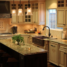 traditional kitchen by Mr. CabinetCare