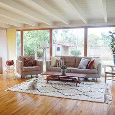 Midcentury Living Room by Studio Matsalla