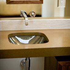 Bathroom by HERMOGENO DESIGNS
