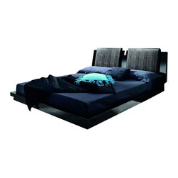 Rossetto - Rossetto Diamond Platform Bed in Black-King - Rossetto - Beds - T2666MM383028 - A refined collection with elegance and glamour complimented with precious details: inserts incrocodile leather effect, inlanys and components in Genuine Strass Swarovski Crystal that highlight the splendor of glossy black finish.