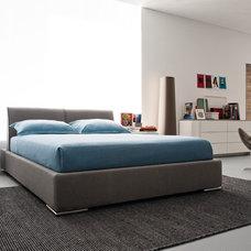 Modern Bedroom by Calligaris