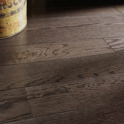 Red Oak Black Pepper Solid or Engineered - © Maine Traditions / Kennebec Lumber