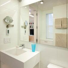 Contemporary Bathroom by Allen+Killcoyne Architects