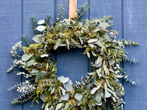A Contractor S Secrets To Hanging Holiday Decor