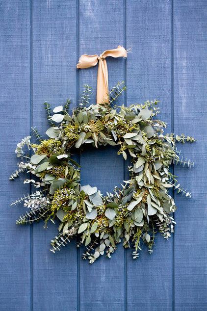 Make A Long Lasting Eucalyptus Holiday Wreath