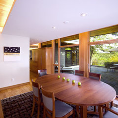 modern dining room by Marcus Gleysteen Architects