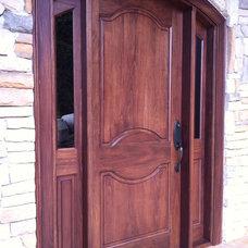Traditional Front Doors by Madeformas Puertas y Muebles