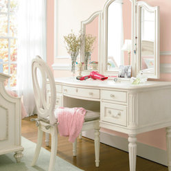Gabriella Vanity with Dressing Mirror and Chair