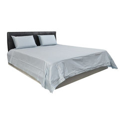 AVEREST LINENS - 500 Thread Count Solid Sheet Set in Cal King Size - 100% Egyptian Cotton, Blue - Wrap yourself in these 100% Egyptian Cotton Luxurious bedding items that are truly worthy of a classy elegant suite. Comfort, quality and opulence set our Luxury Bedding in a class above the rest. Elegant yet durable, their softness is enhanced with each washing. You will relax and enjoy the rich, soft and luxurious feeling of cotton Sheet Set.