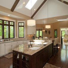 Traditional Kitchen by SPACE, Inc.