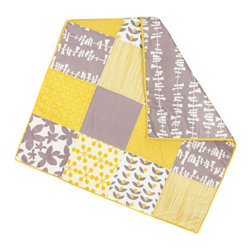 abbey's house - Baby quilt-Large patchwork - This quilt is made with large blocks in alternating grey and yellow patterns. The cool of the grey and the warmth of the yellow work well together to give this quilt a modern yet cozy look. Perfect size to wrap up your baby or use as a play mat.