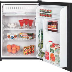 GE - GE 5.7 Cu. Ft. Spacemaker Compact Refrigerator Black - 2 wire cabinet shelves, 1 adjustable. 2 mini Ice 'N Easy Trays. 2 door shelves. Can rack. Color-matched visor handles. Built-in or free-standing capabilities. Easily reversible. Black.