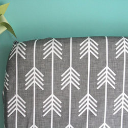 Fitted Crib Sheet, Charcoal Arrows by Iviebaby - I love a good crib sheet!