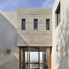 Modern Entry by CoCo Interiors