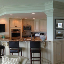 Traditional Kitchen Cabinetry by Gentry's Product Services LLC