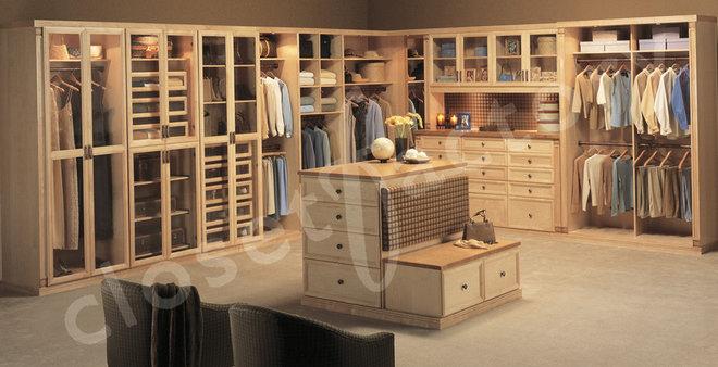 Modern  by Kay Wade, Closet Factory