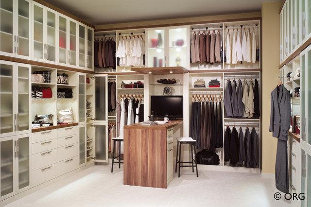 Modern Closet Organizers by Dayoris Custom Woodwork