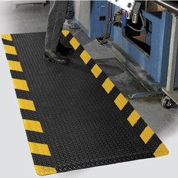 "buyMATS Inc. - 2' x 3' Diamond Foot 9/16"" Chevron Black/Yellow - Features:"