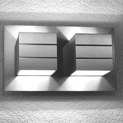 LumenArt - AWL.10 wall sconce - The AWL 10 wall sconce from the Alume series has been designed and manufactured for LumenArt. Micro brushed with clear coat after fabrication before assembly. Made of machined aluminum with stainless steel fasteners.