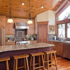 Traditional Kitchen by Tahoe Real Estate Photography