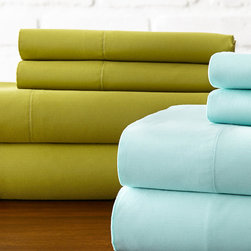 Hotel New York - Green & Aqua 600-Thread Count Sheet Set - For blissful nights of rest, surround yourself in the ultimate comfort of these luxurious sheets that offer a versatile look for a variety of bedding styles.   Includes two flat sheets, two fitted sheets and four pillowcases Fits mattresses up to 18'' deep 60% cotton / 40% polyester 600-thread count Machine wash Imported
