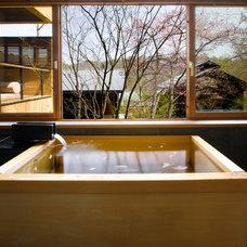 Hoshinoya - Bath (Sakura Season).jpg