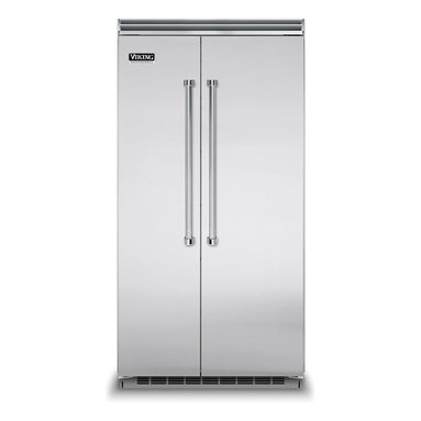 """42"""" Side-by-Side Refrigerator/Freezer - VCSB5423 - The Professional side-by-side refrigerator/freezer complements the professional-style kitchen in both form and function. The refrigerator maintains your desired temperature within one degree, while the freezer provides optimal frozen storage. ENERGY STAR® certified."""