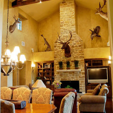 Traditional Dining Room by Canyon Creek Homes, LP