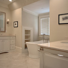 Traditional  by Dresser Homes