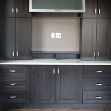 Contemporary Kitchen Cabinets by Kanvi Homes