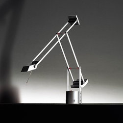 Artemide - Tizio Micro Table Lamp | Artemide - Design by Richard Sapper, 1972.