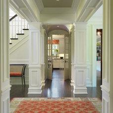 Traditional Hall by Sanford Custom Builders, Inc