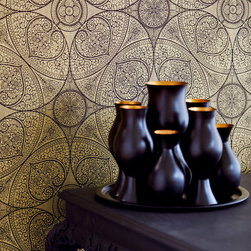 Yasmin - This shimmering black and gold wallpaper brings an element of sophistication to walls that's a mix of glamor and intrigue.