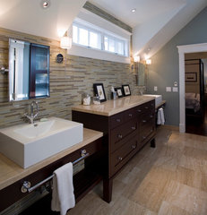 modern bathroom by H&amp;H Design