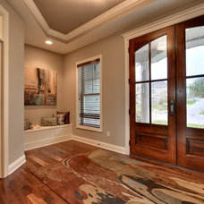 Traditional Entry by Hanson Builders, Inc.