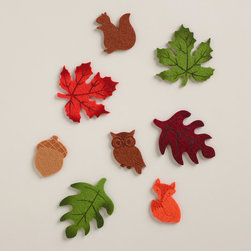 Felt Autumn Leaf Scatters - I want to add a few of these felt leaves to the floor of my porch for the fall season.
