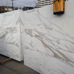 Royal Stone & Tile Slab Yard in Los Angeles - Royal Stone & Tile in Los Angeles with Slabs of calacatta gold
