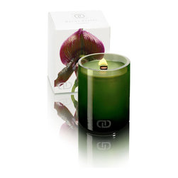 DayNa Decker Botanika Candle, Sierra - The Botanika Chandel consists of a translucent natural wax blend infused with a range of exquisitely fresh natural aromas composed of an impressive 10-15% natural oils. In addition to its scent, a lengthy burn time sets apart this candle, held within a sleek and simple hand-blown green glass cup which has a delightful sheen when glowing from the light of the flame within. The wick is an unusual type manufactured from natural wood rather than the more common cotton.