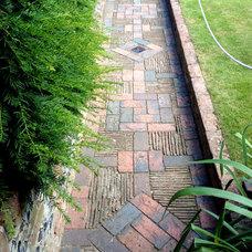 Restoration House, Rochester, EnglandBrick decorative path
