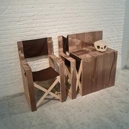 Spanish Mr. Simon folding chair into the side table -