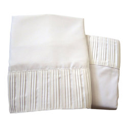 Luxury Egyptian 800 Microfiber Bed Sheet Set 4 PCS, White, Full - Blowout Sale!!! The perfect Bed Sheet Set for every day use! Our luxury Micro-Sheets include one Flat Sheet, one Fitted Sheet, and two Pillow cases. Gorgeous folded-hem soft sheet set for your bed and/or guest bedroom. Machine washable and dryer free. No iron necessary, easy to maintain.