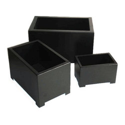 Alora Rectangle Planter - Perfect for the container gardener, the Alora Rectangle Planter offers maximum impact with its minimalistic design. This stunning piece is constructed of 16 gauge sheet-metal steel and powder coated for outdoor use, yet is perfect as an indoor planter. Available in three sizes and in both white and black, this planter can fit any sized space and style. A 1 inch drainage hole makes watering simple and easy.
