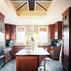Traditional Kitchen Photo - Lonny