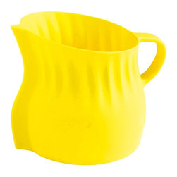 Mastrad Lemon Squeezer - The Mastrad lemon squeezer easliy squeezes your lemons without splashing and stores all of the juice until you are ready to pour. The fun pitcher shape and handle add fun and functionality to your kitchen.